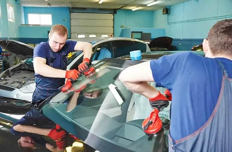 auto glass replacement shop in hamilton
